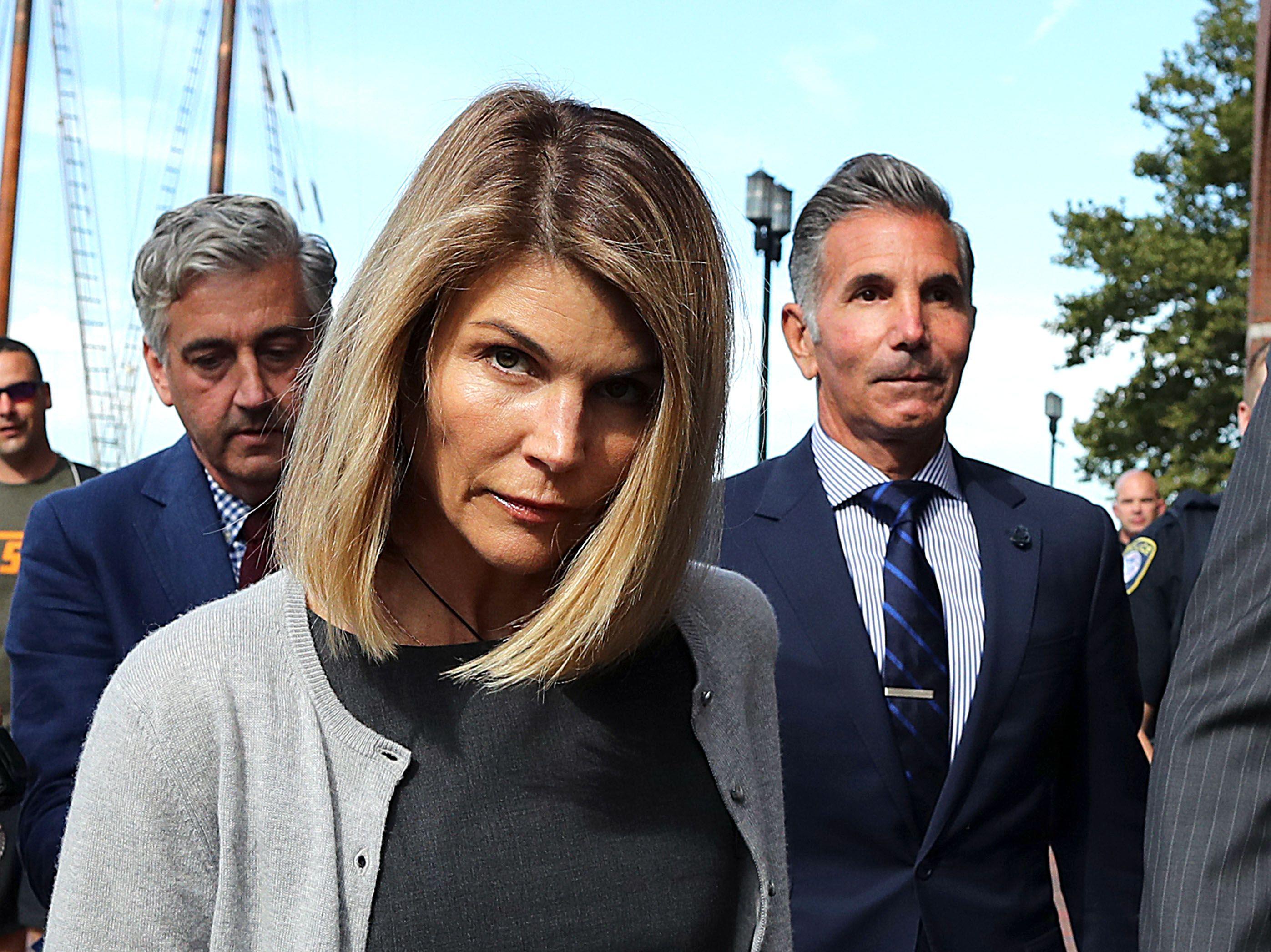 Lori Loughlin y su marido se enfrentan a nuevos cargos