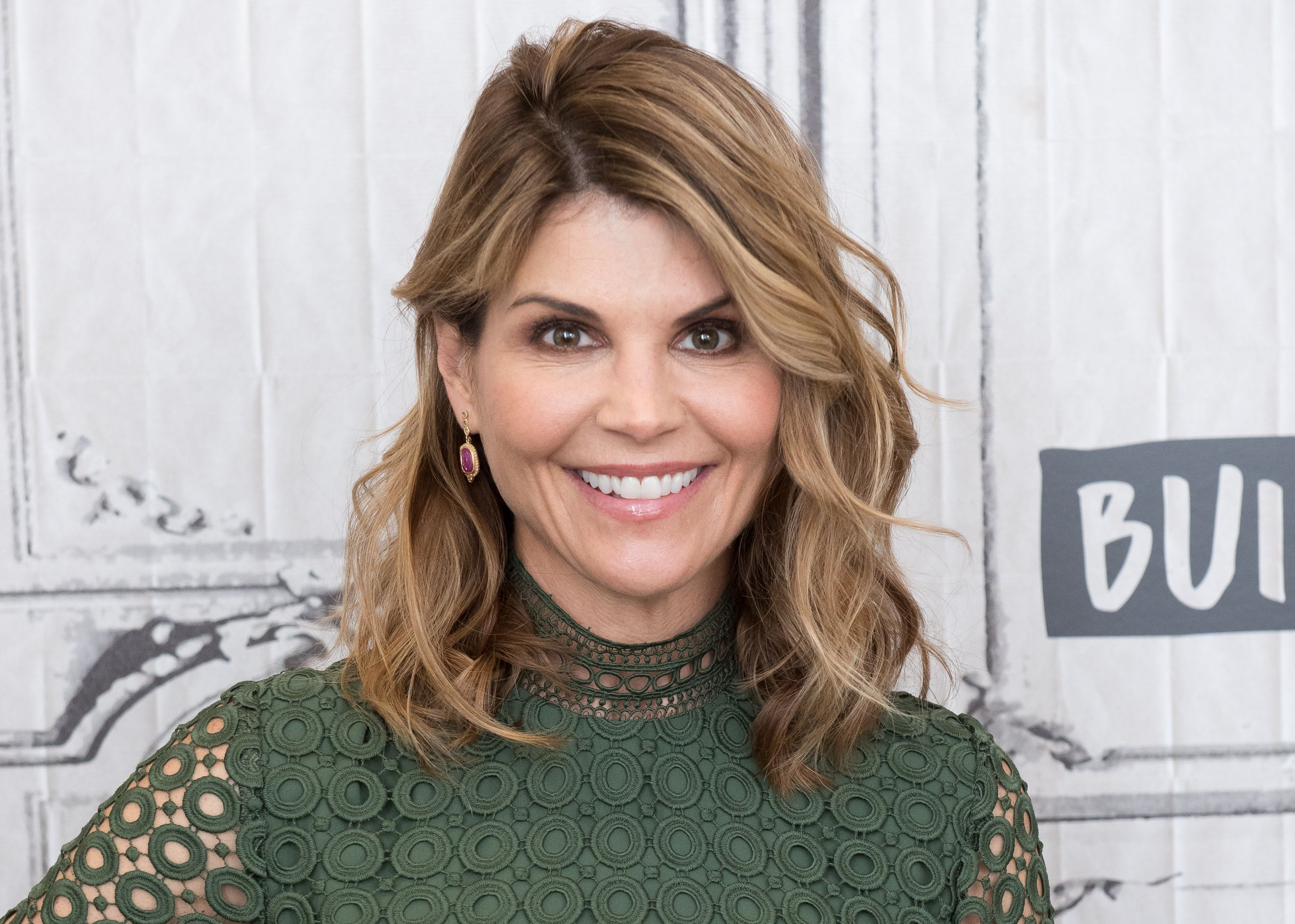Lori Loughlin Deletes Her Instagram Amid College Admissions Cheating Scandal