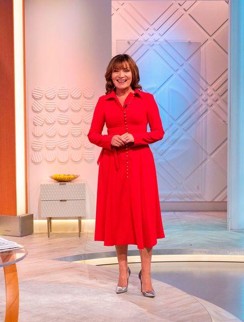 f05291a2 Lorraine Kelly: TV star stuns in super flattering red shirt dress ...