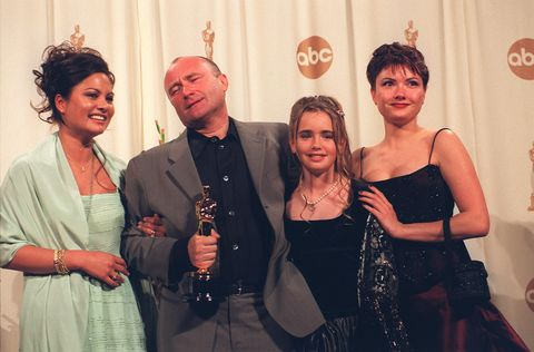 phil collins and family backstage at the 72nd academy awards