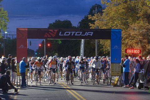 Lotoja 200 start, bike race selfies
