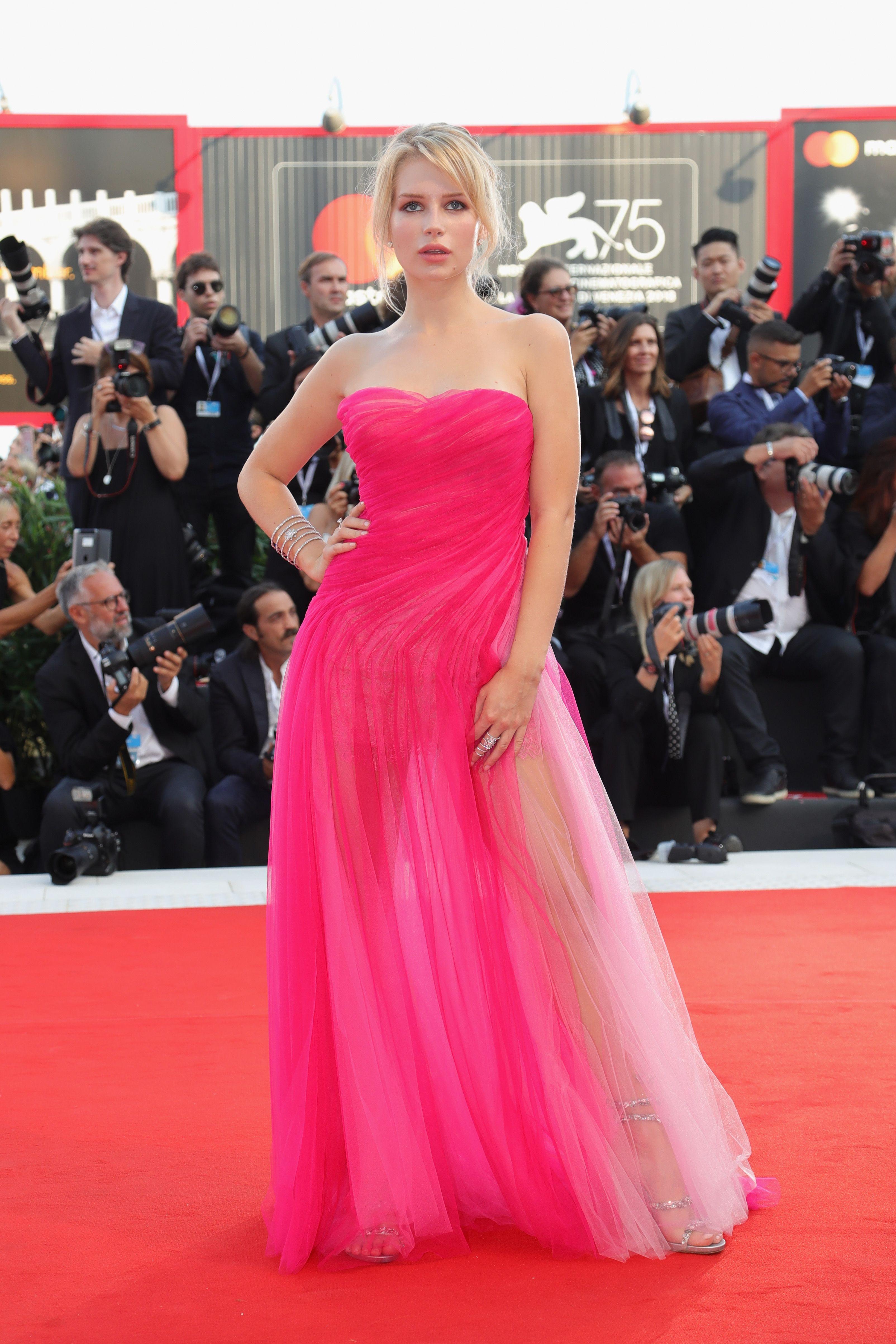 Festival de cine de Venecia: Los looks de la gala de inauguración ...