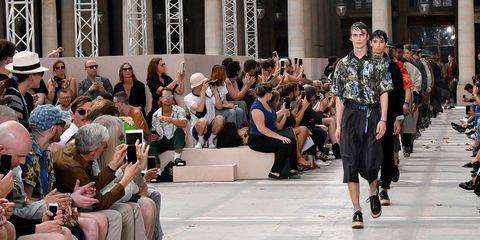 Fashion, Event, Crowd, Runway, Audience, Fashion show, Performance, Fashion design, Performance art, Fashion model,