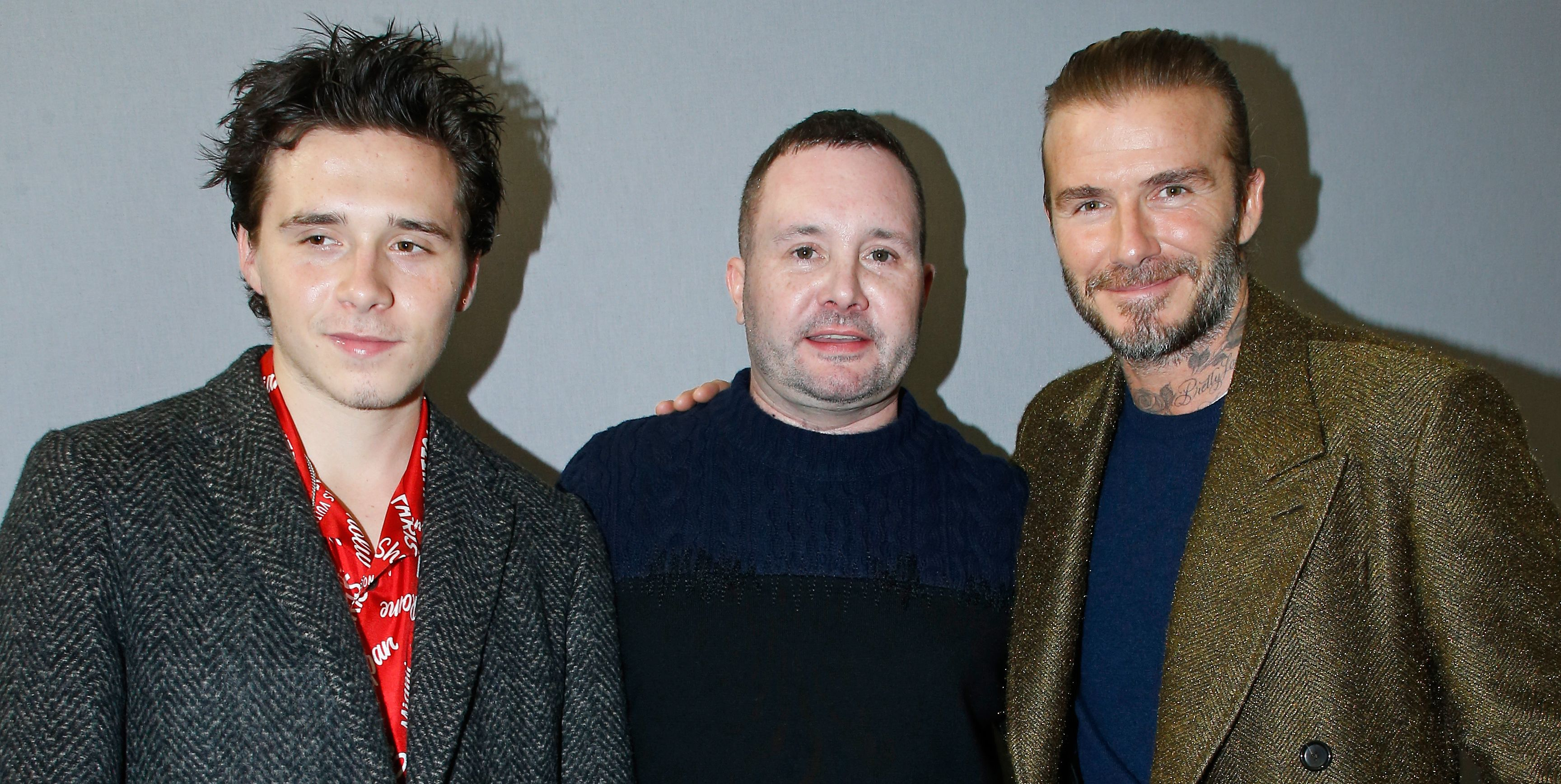 Brooklyn Beckham, Kin Jones y David Beckham en el desfile de Louis Vuitton