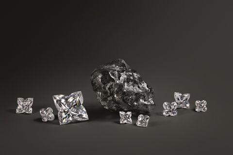 Louis Vuitton買下史上第二大未切割鑽石!比網球還大、1758克拉,關於這顆鑽石的5個秘密真的太狂了!