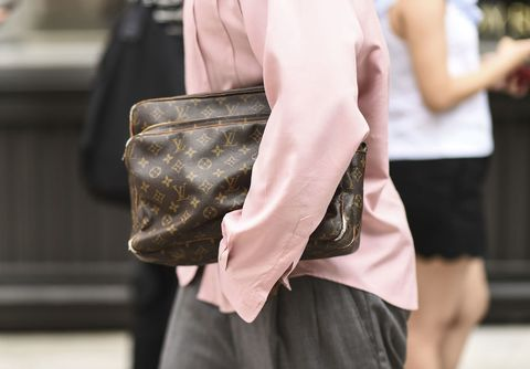 Street fashion, Shoulder, Fashion, Bag, Waist, Joint, Arm, Hand, Handbag, Human body,