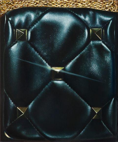 valentino全新大鉚釘包款變身畫中主角!valentino邀請新生代藝術家詮釋2021春夏配件