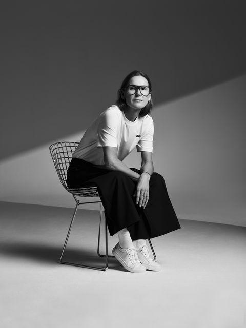 White, Black, Sitting, Black-and-white, Monochrome, Photography, Monochrome photography, Design, Photo shoot, Leg,