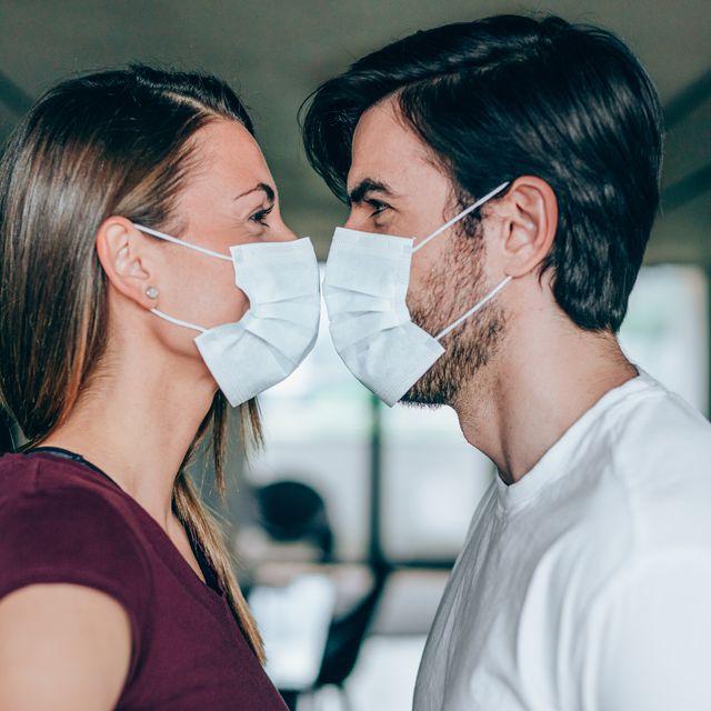 las parejas deberían llevar mascarilla durante el sexo