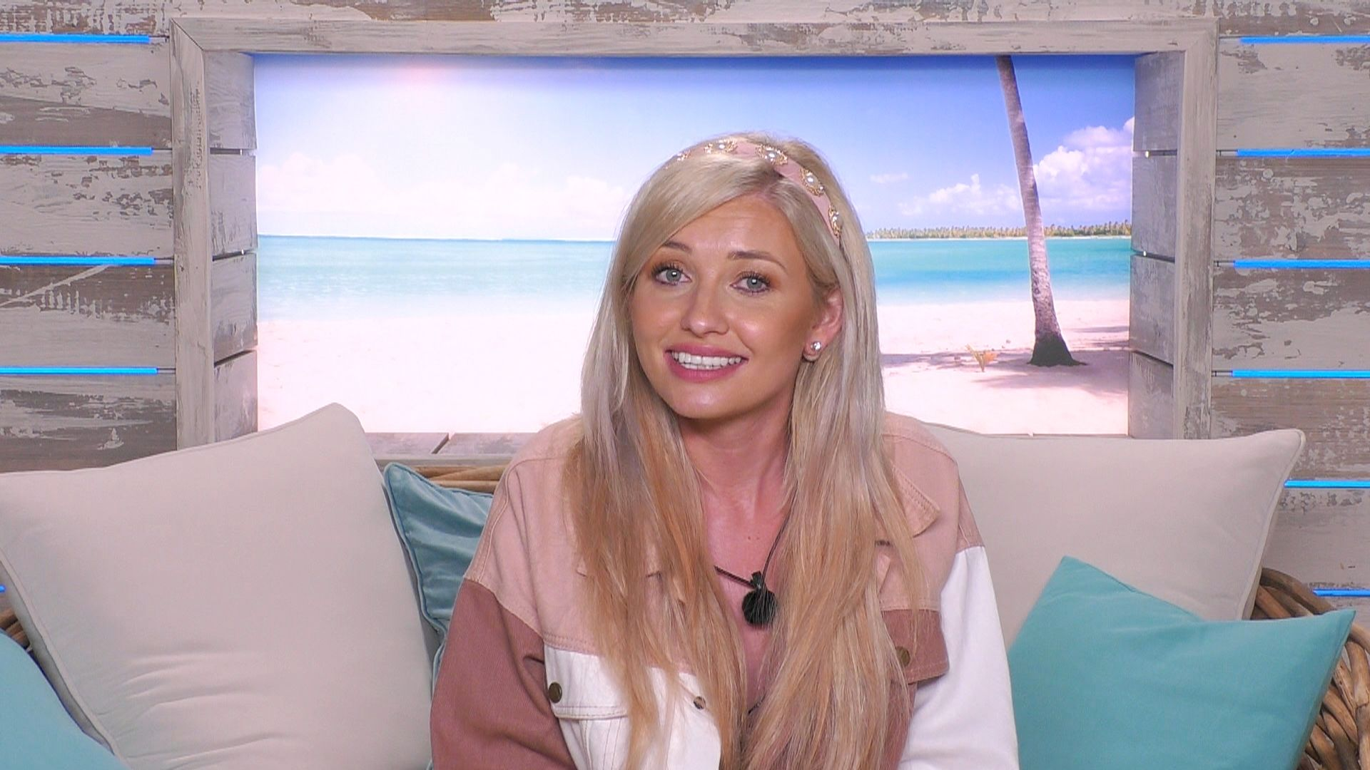 Love Island's Amy Hart forced to deny she made presenting debut to half-empty theatre