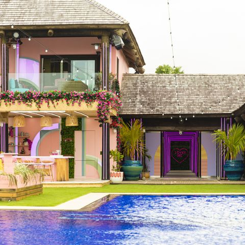 Property, House, Building, Home, Swimming pool, Real estate, Architecture, Vacation, Residential area, Interior design,