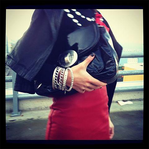Street fashion, Cool, Hand, Shoulder, Fashion, Arm, Footwear, Jacket, Human, T-shirt,