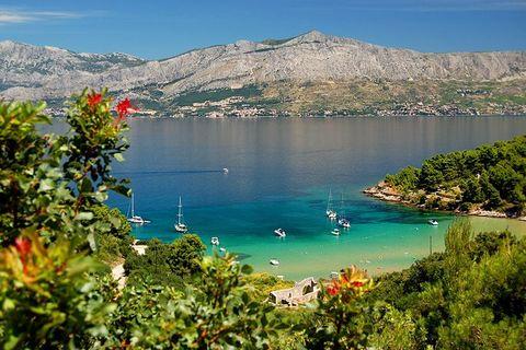 Body of water, Coast, Bay, Mountain, Lake, Natural landscape, Sea, Coastal and oceanic landforms, Promontory, Tourism,