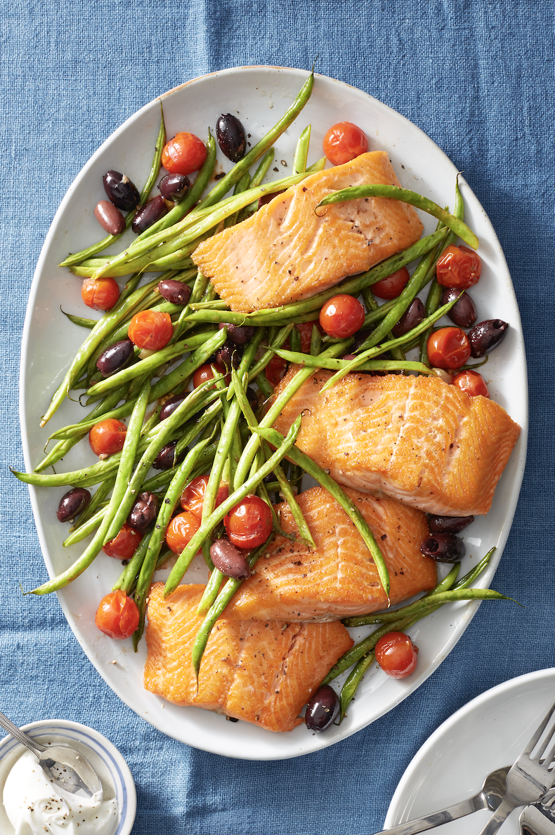 Low Calorie Meals Roasted Salmon with Green Beans and Tomatoes