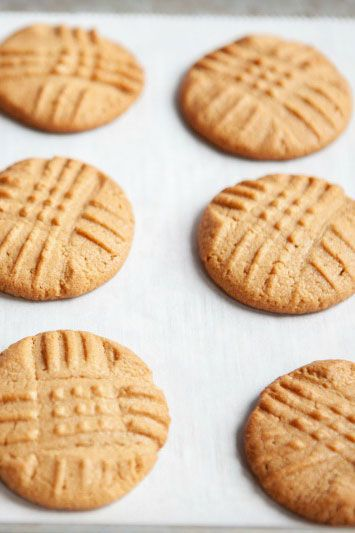 low-carb desserts 3-Ingredient Peanut Butter Cookies