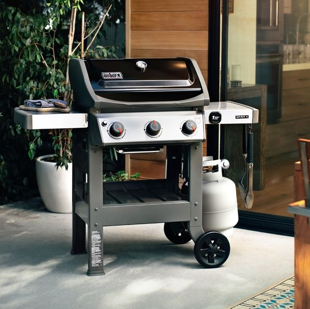 Outdoor grill, Barbecue, Kitchen appliance, Barbecue grill, Home appliance, Cuisine, Gas, Vehicle, Kitchen appliance accessory, Car,