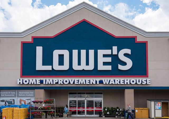 lowes stores closing