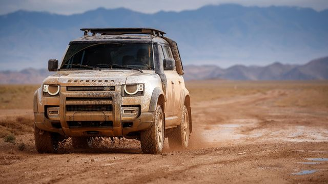 2020 land rover defender in the mud