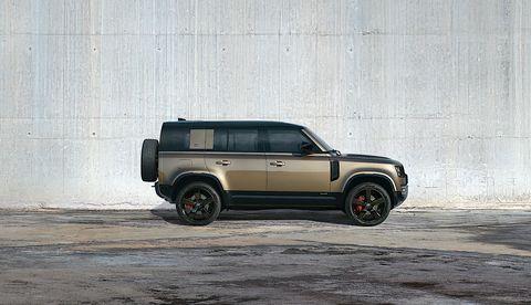 Land vehicle, Vehicle, Car, Automotive tire, Sport utility vehicle, Automotive design, Rim, Tire, Hardtop, Off-road vehicle,