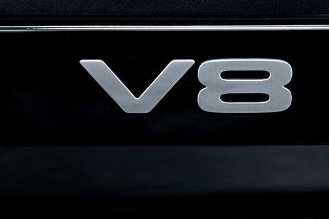 defender v8 badge