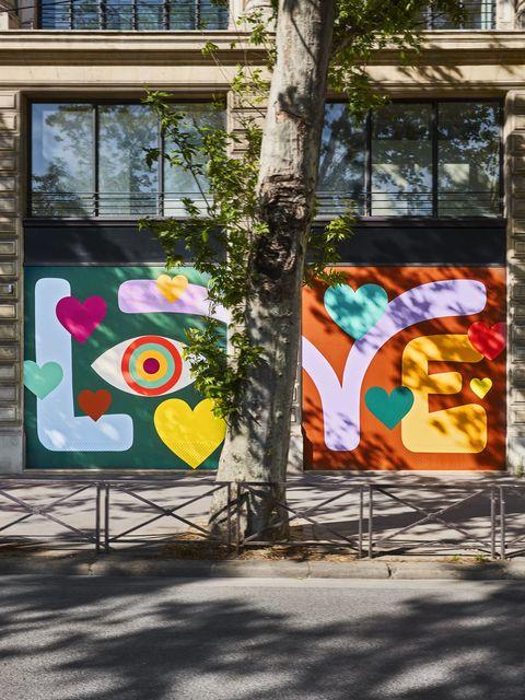 louis vuitton 找藝術家luckylefthand 到法國總部塗鴉 讓巴黎街頭多點繽紛色彩