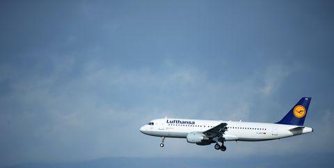 lufthansa airplane