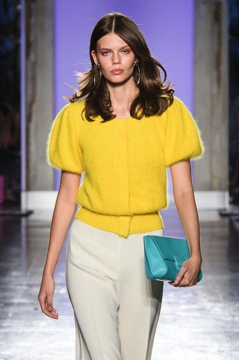Fashion show, Fashion model, Fashion, Clothing, Yellow, Runway, Shoulder, Spring, Public event, Fashion design,