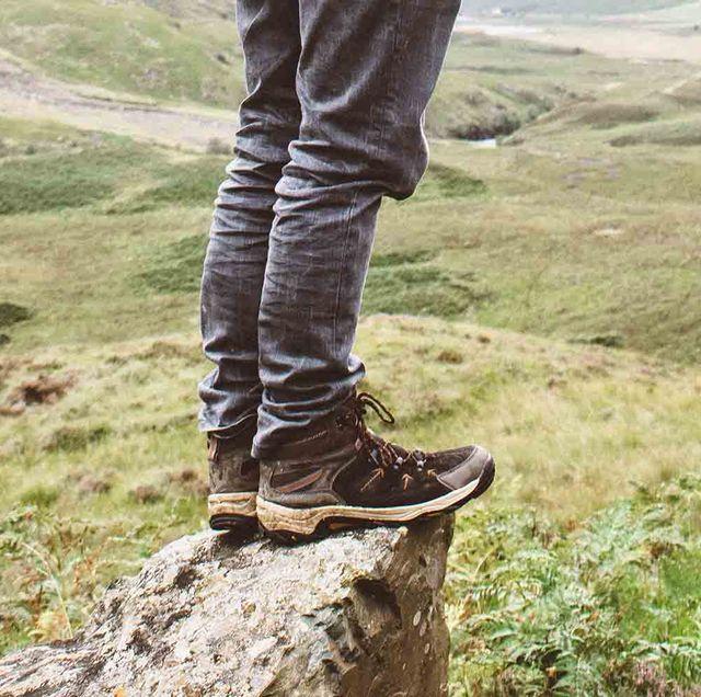 Footwear, Boot, Shoe, Leg, Thigh, Tree, Human leg, Hiking boot, Riding boot, Outerwear,