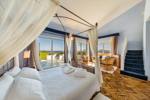 Bedroom, Furniture, Room, Property, Bed, Interior design, Building, Suite, Bed frame, Real estate,