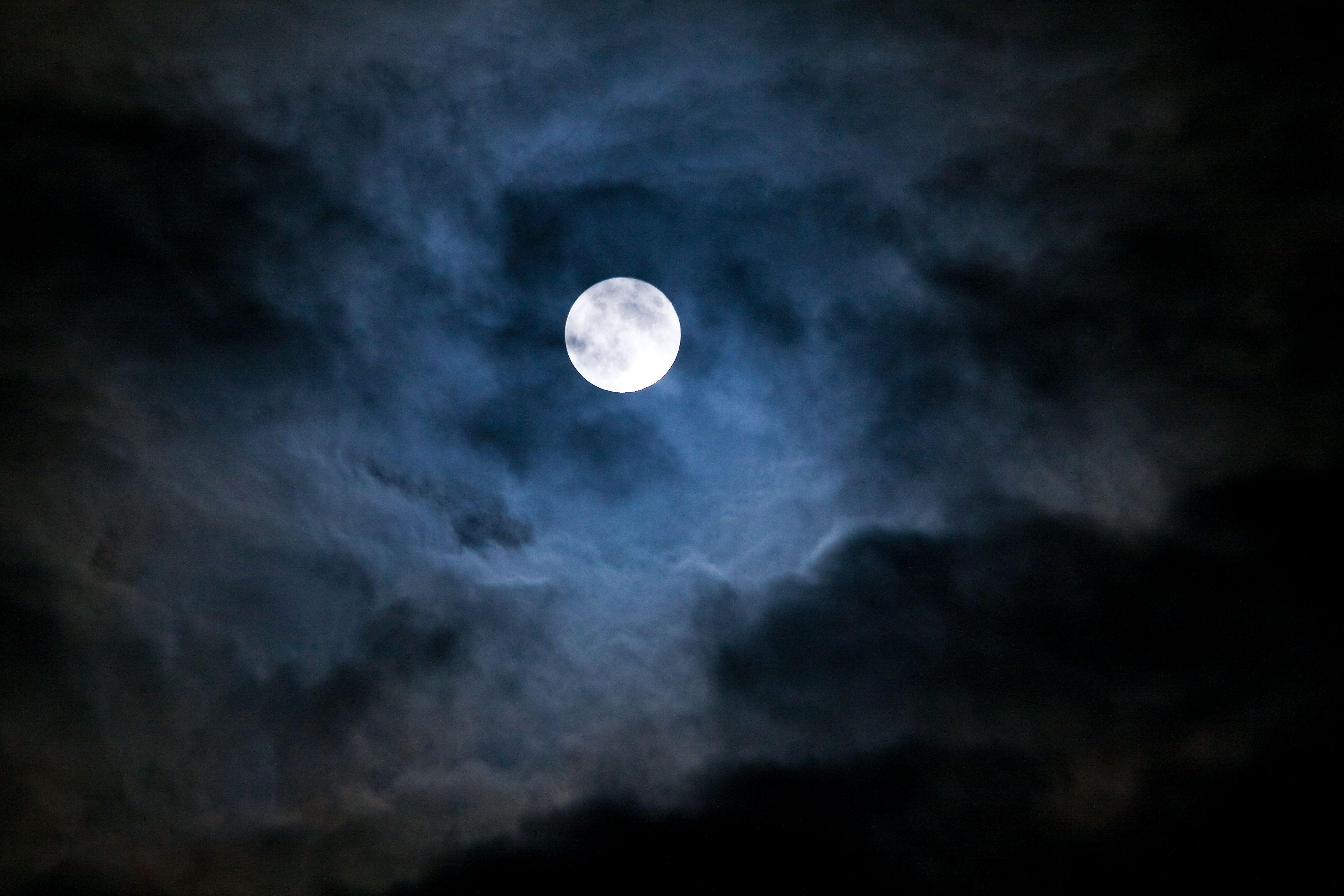 Luna Piena in Toro: gli effetti del plenilunio del 12 novembre 2019