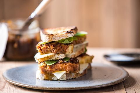bread sandwich with meatloaf