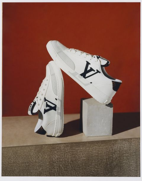 lv首款charlie中性小白鞋登場!louis vuitton運動鞋還可掛monogram吊飾?