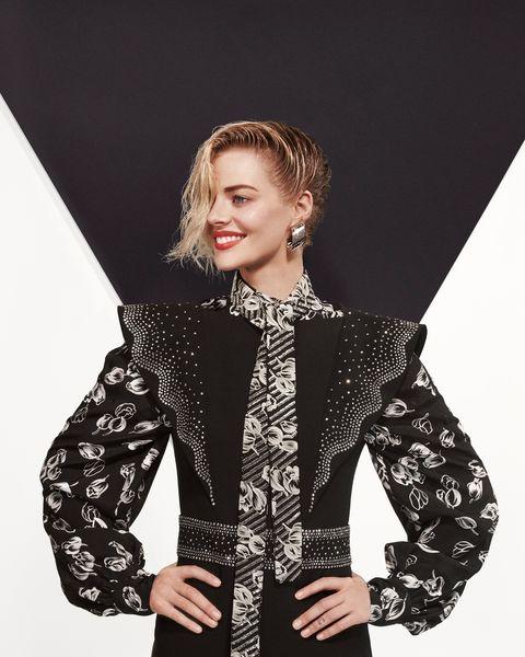 Clothing, Fashion model, Fashion, Beauty, Outerwear, Sleeve, Jacket, Shoulder, Photo shoot, Neck,