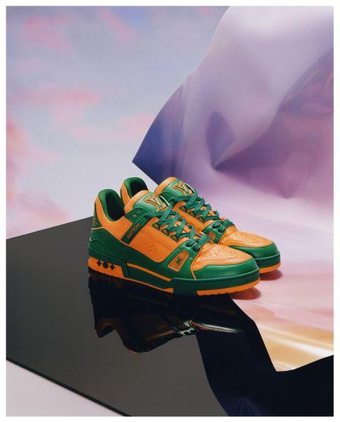 lv trainer球鞋換上夏季新色!除了奢華粉紅水鑽運動鞋,還有「隱藏版涼鞋」?