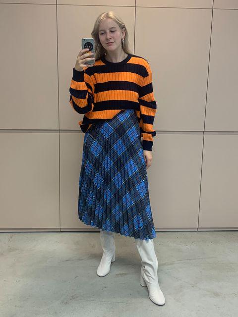 slouchy sweater, ruiten rok
