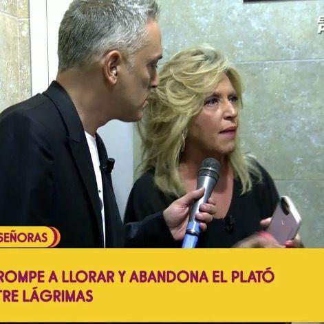 Lydia Lozanose encierra en el baño de telecinco