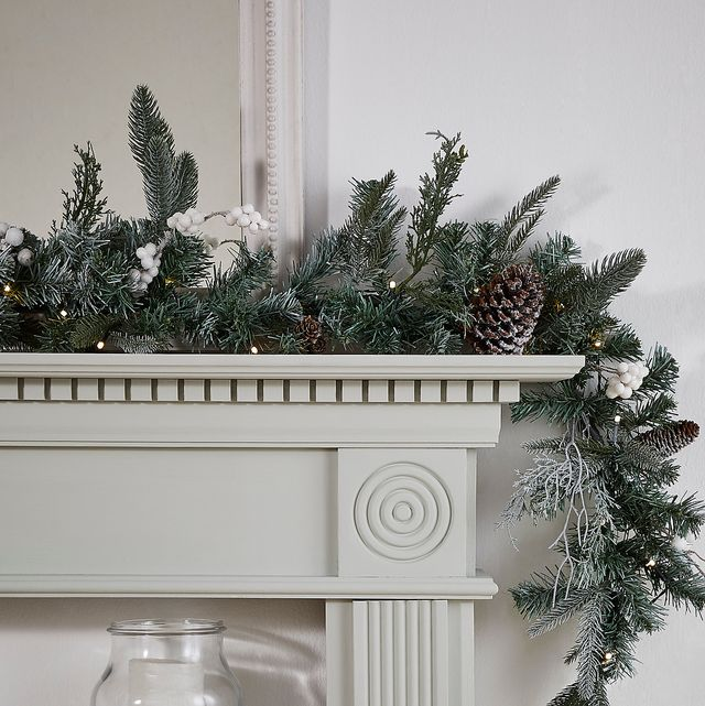 17 Christmas Garlands For Stairs And
