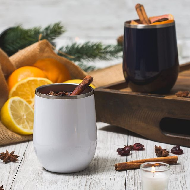 maars white and black wine tumblers with mulled wine