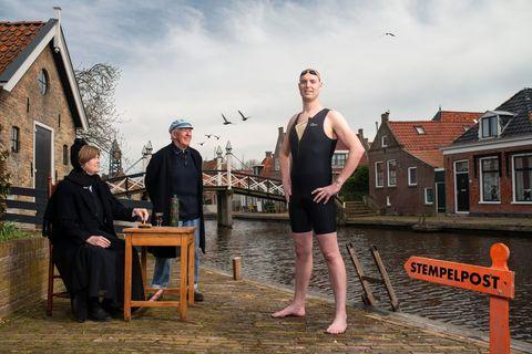 Zwemkampioen Maarten van der Weijden Elfstedentocht zwemmen