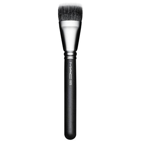 mac 197 synthetic duo fibre square foundationa brush