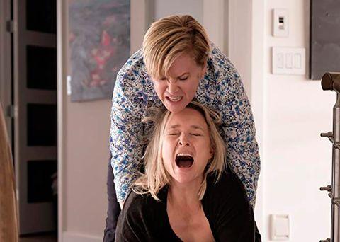 Kari Matchett y Romy Rosemont en una escena de 'La locura de una madre'