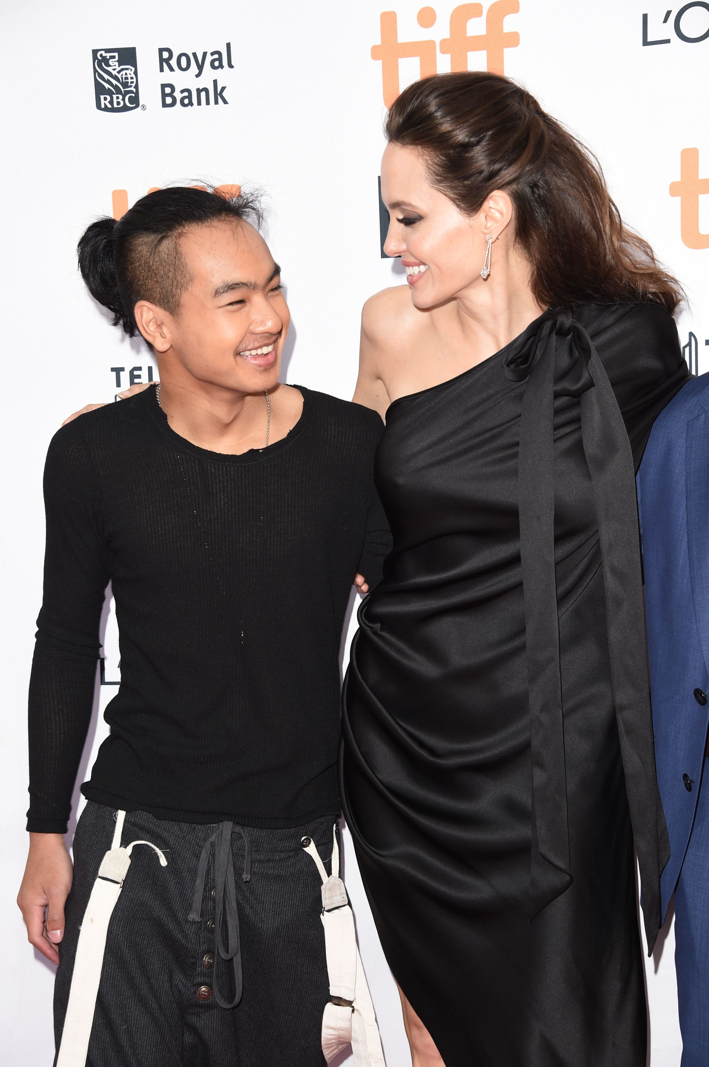 Watch Angelina Jolie Drop Her Son Maddox off at Yonsei University