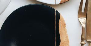 Nos hemos enamorado de esta vajilla de arcilla efecto madera