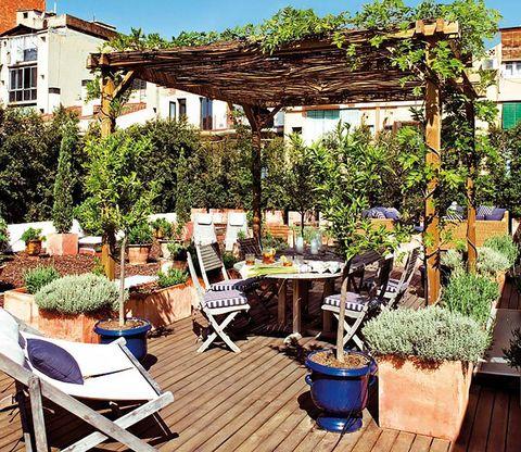 muebles e ideas de exterior   terraza en madera y terracota