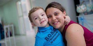 Madre e hijo autista