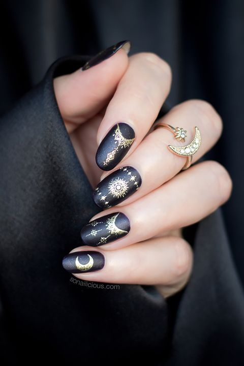 halloween nail art - 15 Halloween Nail Art Ideas - Halloween Nail Art Designs