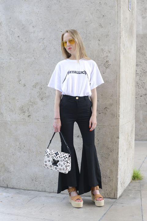 magliette estive donna e uomo, la t shirt vintage anni 2000, anni 70 e anni 80 è il pezzo culto dei look più amati dalle celeb, trova la tua ispirazione con la maglietta vintage