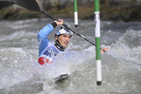 maialen chourraut hace una bajada en piragüismo slalom