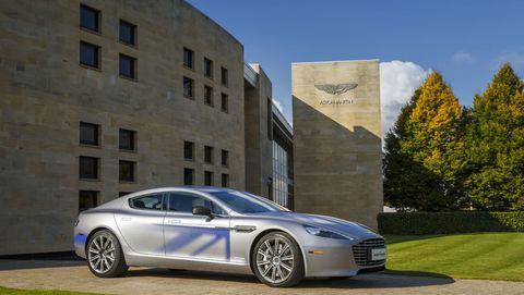 「007」最新のボンドカーは、アストンマーティン最新の電気自動車「ラピードE」に