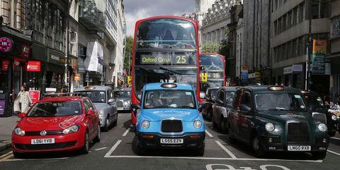 英政府、純EVを除く自動車の販売禁止を2035年に前倒しへ
